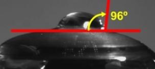 Kontaktný uhol u šošovky vyňaté  z blistra