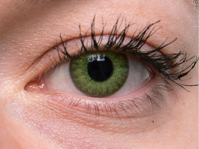 Fresh green na šedom oku