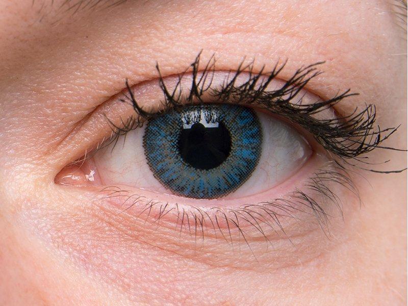 Sapphire blue na šedom oku