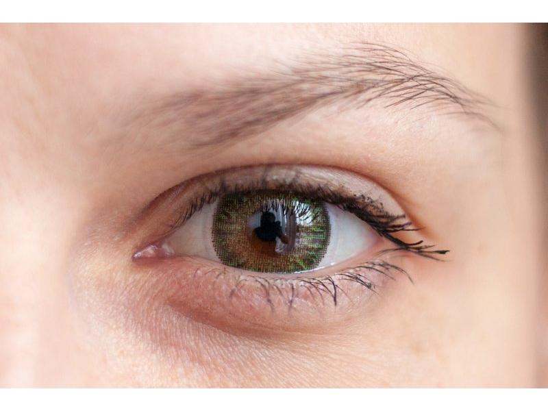 Green na hnedom oku